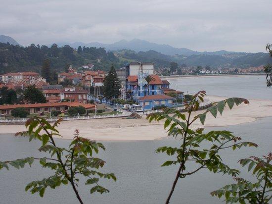 Hotel Ribadesella Playa: view whilst walking up to the church