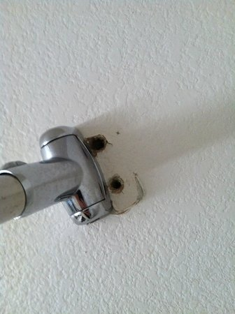 Quality Inn: Some caulk is all it would take...