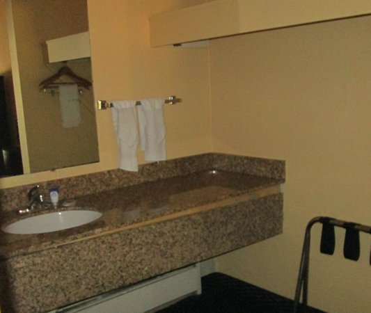 Americas Best Value Inn - Rockingham : Vanity