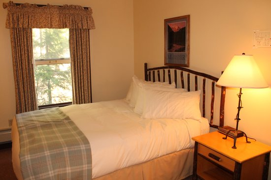 National Park Inn at Mount Rainier: Cozy guest rooms offer a a peaceful retreat