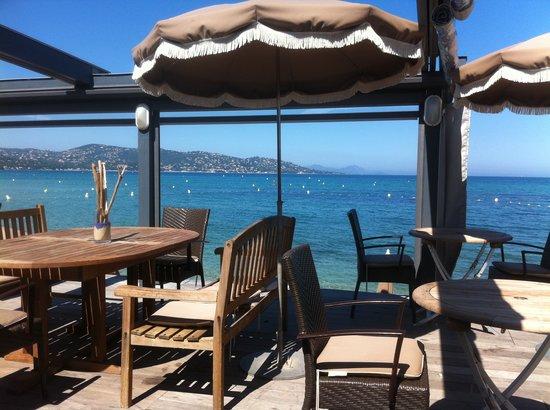 """Hotel Royal Bon Repos : Restaurant """"les pieds dans l'eau"""""""