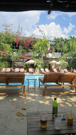 Hotel Mariscal Robledo: la tranquilidad de la piscina
