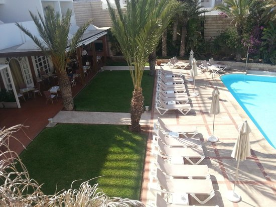 Hotel Timoulay & Spa Agadir: Pool view to the restaurant