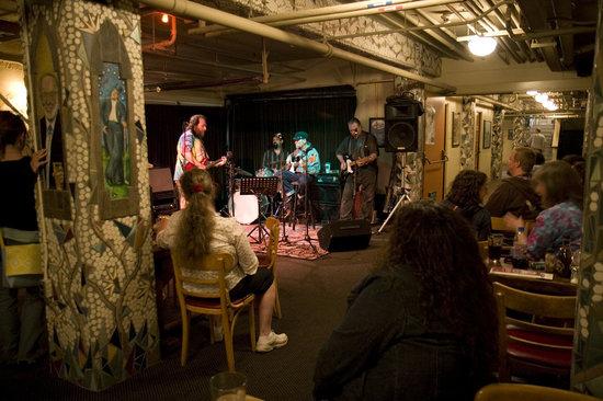 McMenamins Grand Lodge: Live music at Bob's Bar