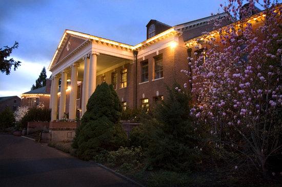 McMenamins Grand Lodge: Spring in bloom