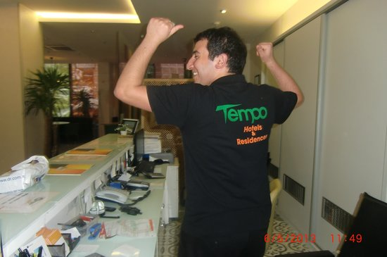 "Tempo Hotel 4 Levent: ""Dr."" Murat in new shirt!"