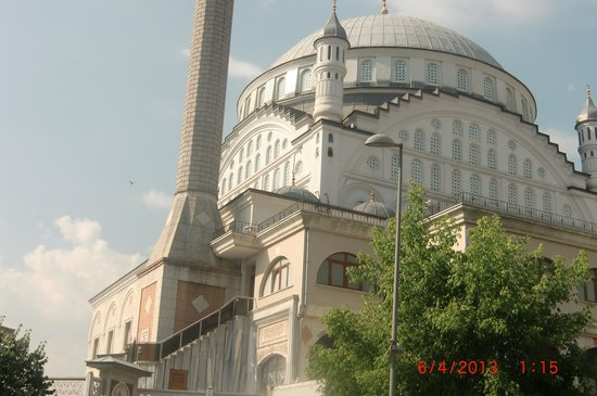 Tempo Hotel 4 Levent: Mosque up the block
