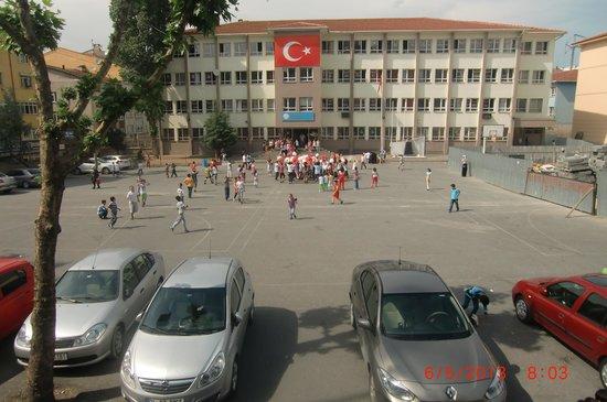 Tempo Hotel 4 Levent: School near-by