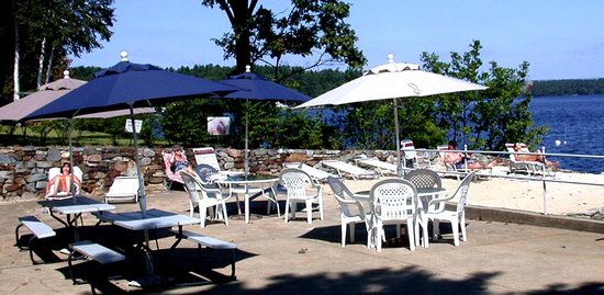 Belknap Point Motel: The beach and swim area