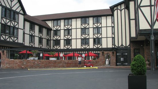 The Cheshire: Front of the hotel, red umbrellas are the pool aread