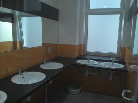 3City Hostel: Mens 2nd floor bathroom