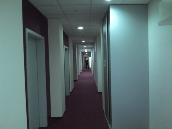 3City Hostel: 2nd floor hallway