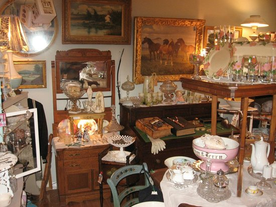 Vintage and More: Rooms and rooms of antiques - Rooms And Rooms Of Antiques - Picture Of Vintage And More, Los