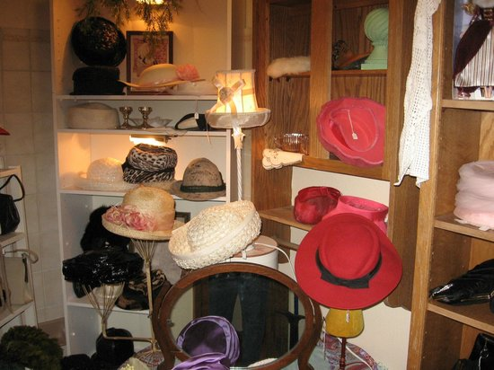 Vintage and More: The hat room.