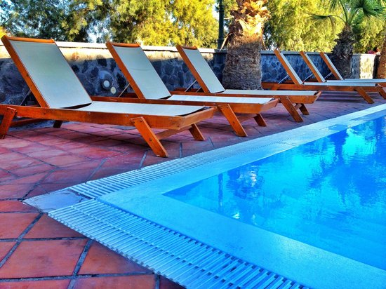 The Boathouse Hotel: Loungers beside the pool