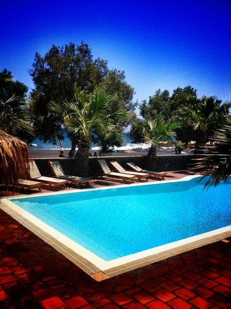 The Boathouse Hotel: the hotel is just meters from the beach