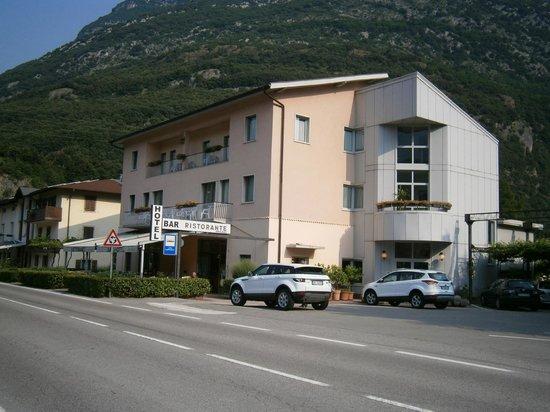 Albergo Miralaghi : L'hotel dalla strada
