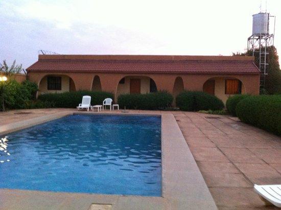 Tabakady: la piscine et nos chambres
