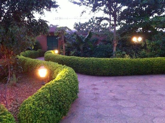 Tabakady: entrée sur jardin
