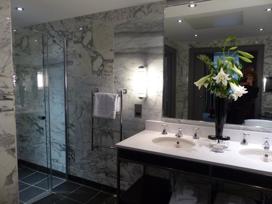 The Bloomsbury: Bathroom