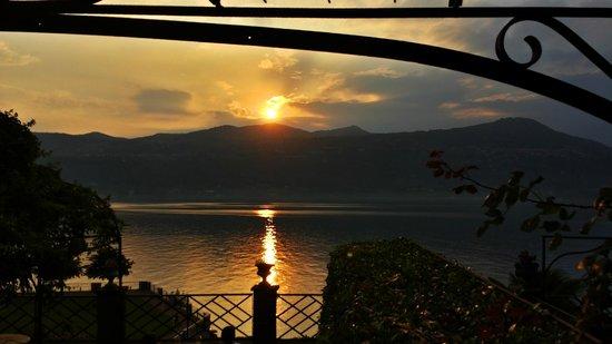 Il Sole Di Ranco: Vista sul lago