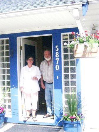 Sechelt Inlet B&B: Your hosts, Dick and Jean!