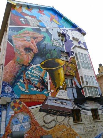 Mural Eskuz-Esku Cultura