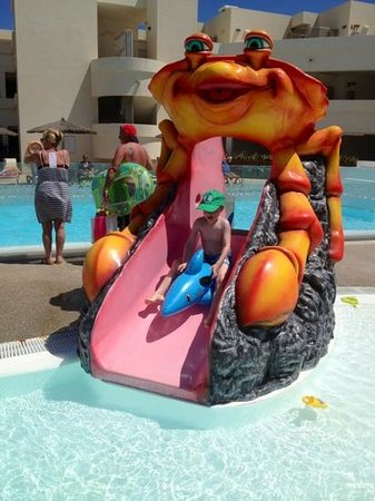 HD Beach Resort : one of the slides in the children's area
