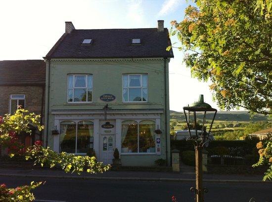 Yoredale House Guesthouse and Hamilton's Tea Room: Outside