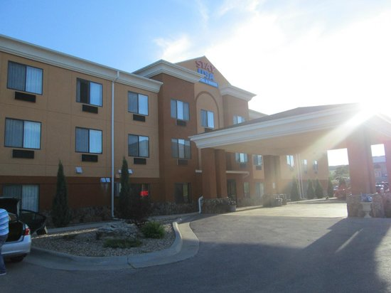 USA Stay Hotel and Suites : Hotel Exterior