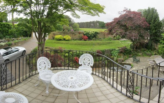 Fordwater: View of the front garden from the terrace