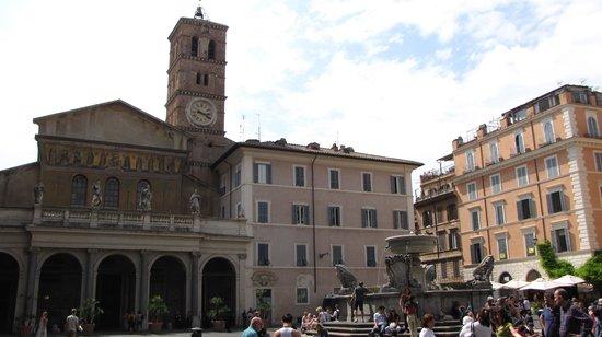 Residenza Santa Maria: Piazza S.Maria in Trastevere