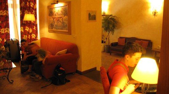 Residenza Santa Maria : Salottino e postazione internet