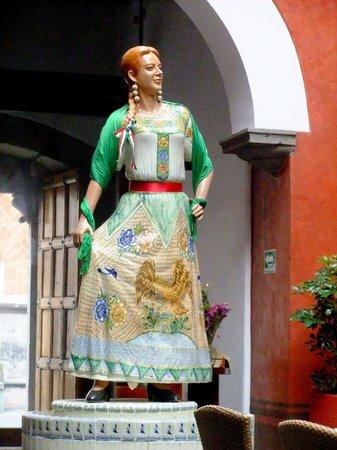 Casona de la China Poblana : The porcelain statue of China Poblana