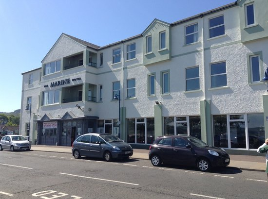 Marine Hotel Ballycastle: Hotel front with new colour scheme