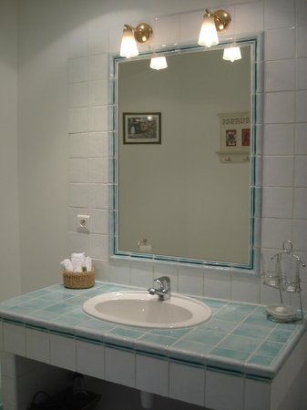 Le Mas Samarcande : Our bathroom
