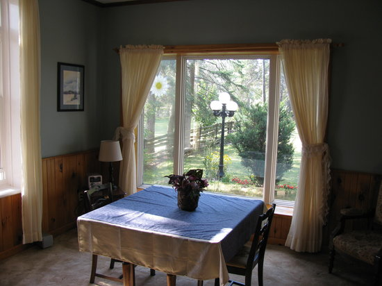 Pleasure Valley B&B : The dining area.