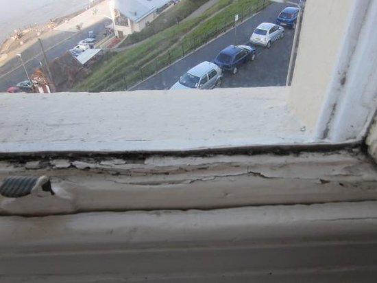 The Clifton Hotel - Scarborough: Paint peeling window sill