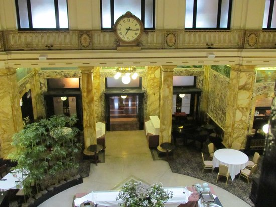 Radisson Lackawanna Station Hotel Scranton: View of the great room from the second floor balcony