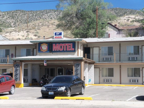 Four Sevens Motel: Front of motel