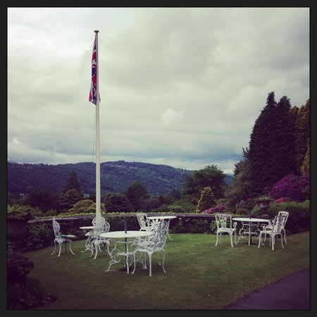 Lindeth Fell Country House : Outside Seating area with beautiful view
