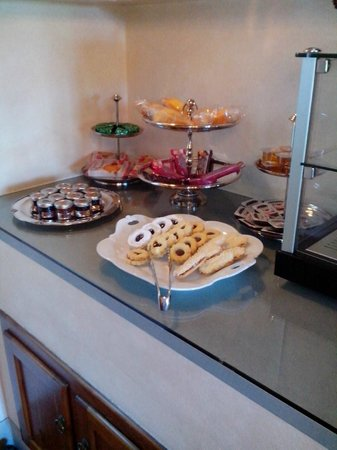 Relais Villa Il Sasso Historical Place : Breakfast Buffet Treats