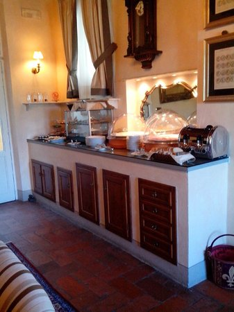 Relais Villa Il Sasso Historical Place : Breakfast Buffet