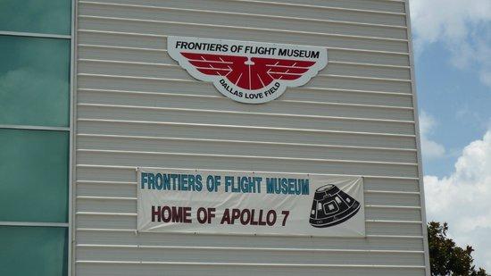 Frontiers of Flight Museum: Façade du musée.