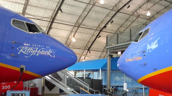 Frontiers of Flight Museum: 737 de la compagne SouthWest se faisant face.
