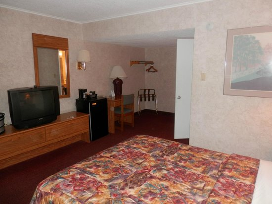 Days Inn Port Huron: queen room