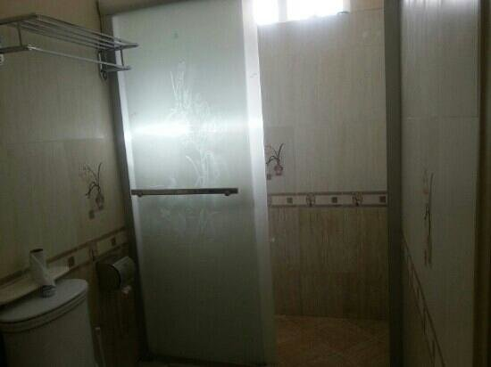 Jet Resort : the washroom @ lower floor is much bigger