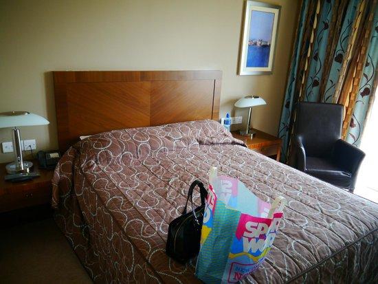 Ballyroe Heights Hotel: Comfy bed
