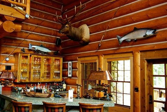 Fishing and hunting theme of bar rec room picture of lodge at gold river british columbia for Hunting lodge themed living room