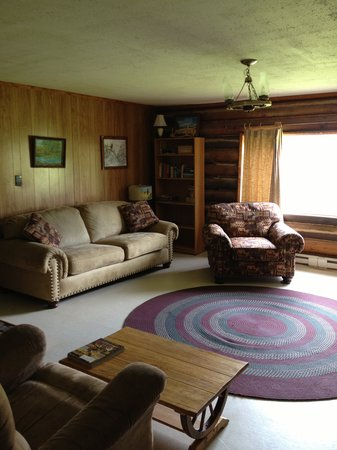 Hidden Hollow Hideaway Cattle and Guest Ranch: Family room in the Pathfinder